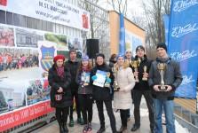 Wszyscy zwycięzcy w Kategorii Kamionek, organizator biegu Andrzej Krochmal i Przewodnicząca Rady Osiedla Kamionek Dorota Lamcha