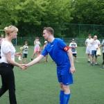Kapitan drużyny Kamionka odbiera Puchar Fair Play